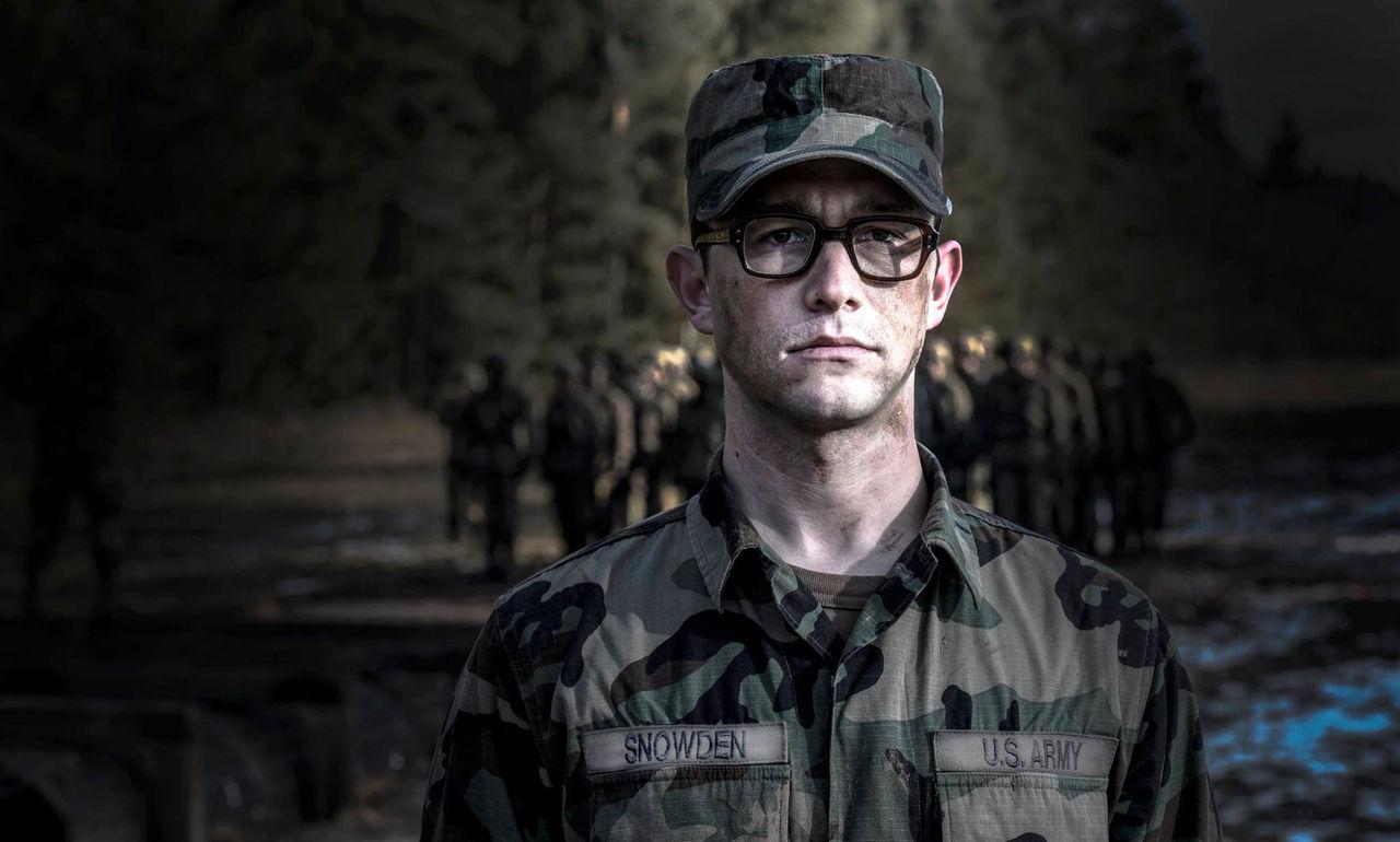 Första bilden på Joseph Gordon-Levitt som Edward Snowden
