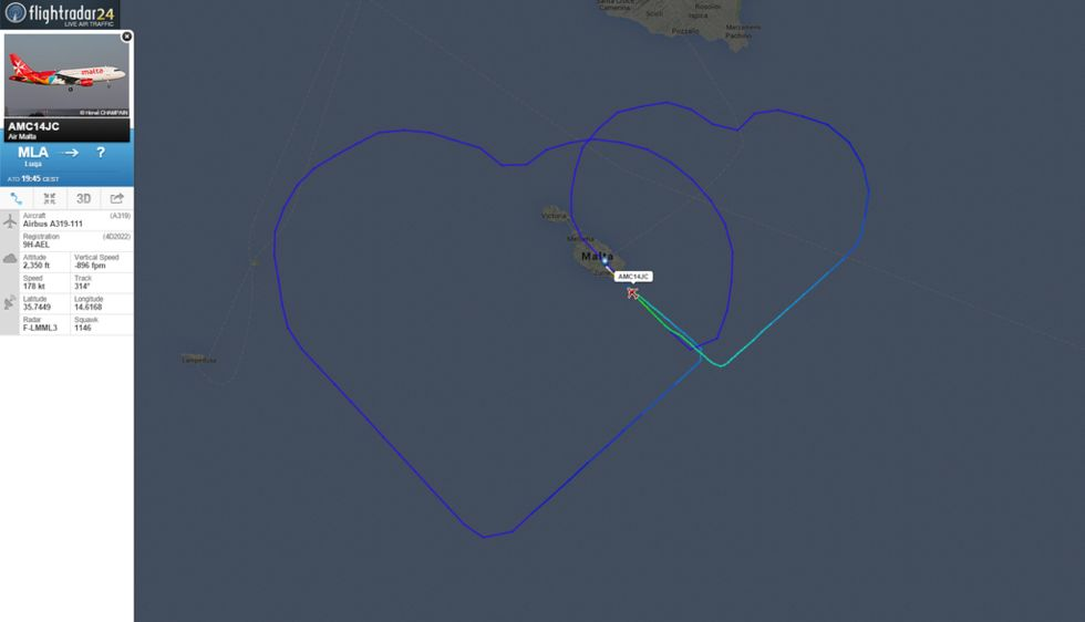 Romantiskt i luften när pilot och flygvärdinna gifte sig