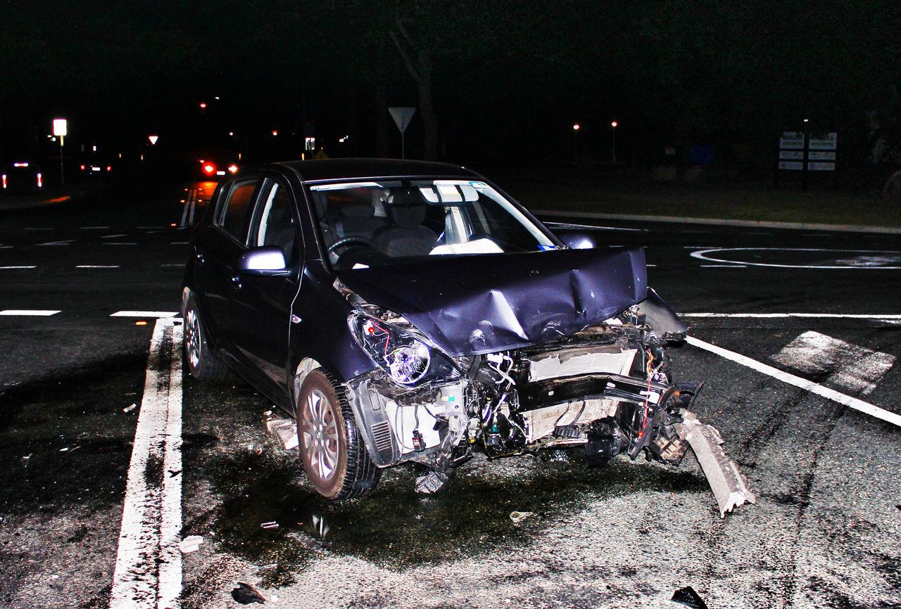 Bilar som är med i olyckor ska själva kunna ringa efter hjälp