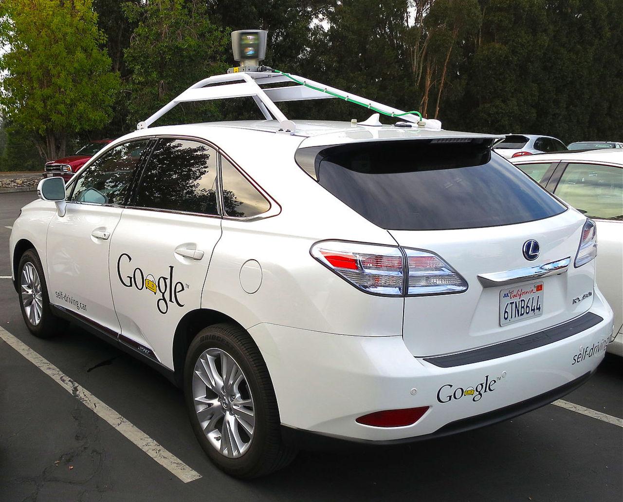 Elva olyckor har skett med Googles självkörande bilar