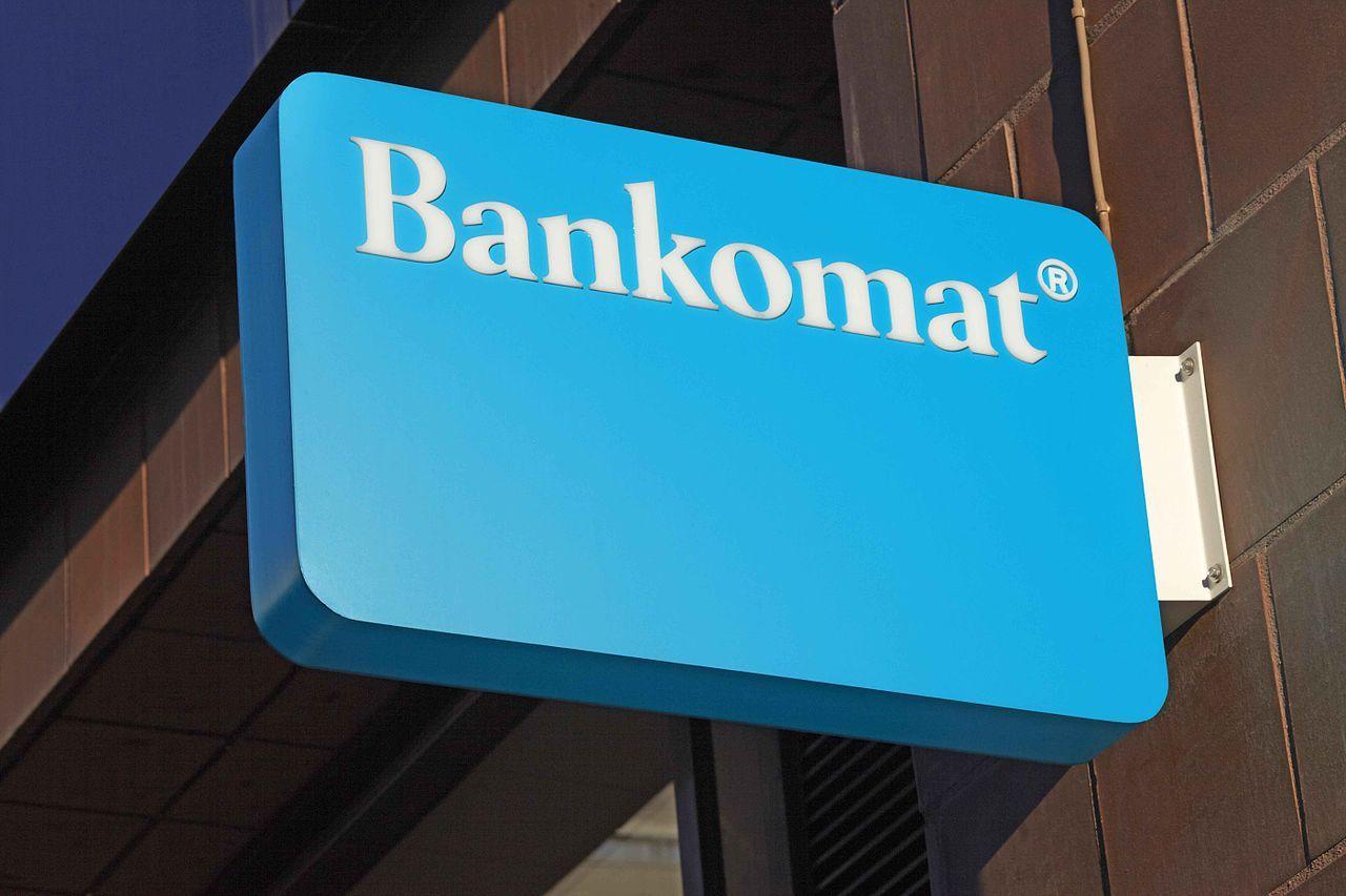 Bank utanför Borås delade ut pengar till bankomatanvändare