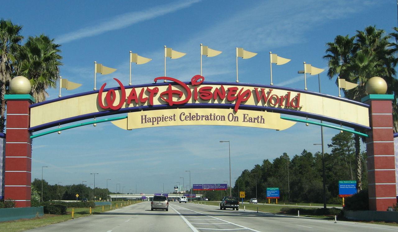 Disney sparkar anställda och ersätter dem med immigranter