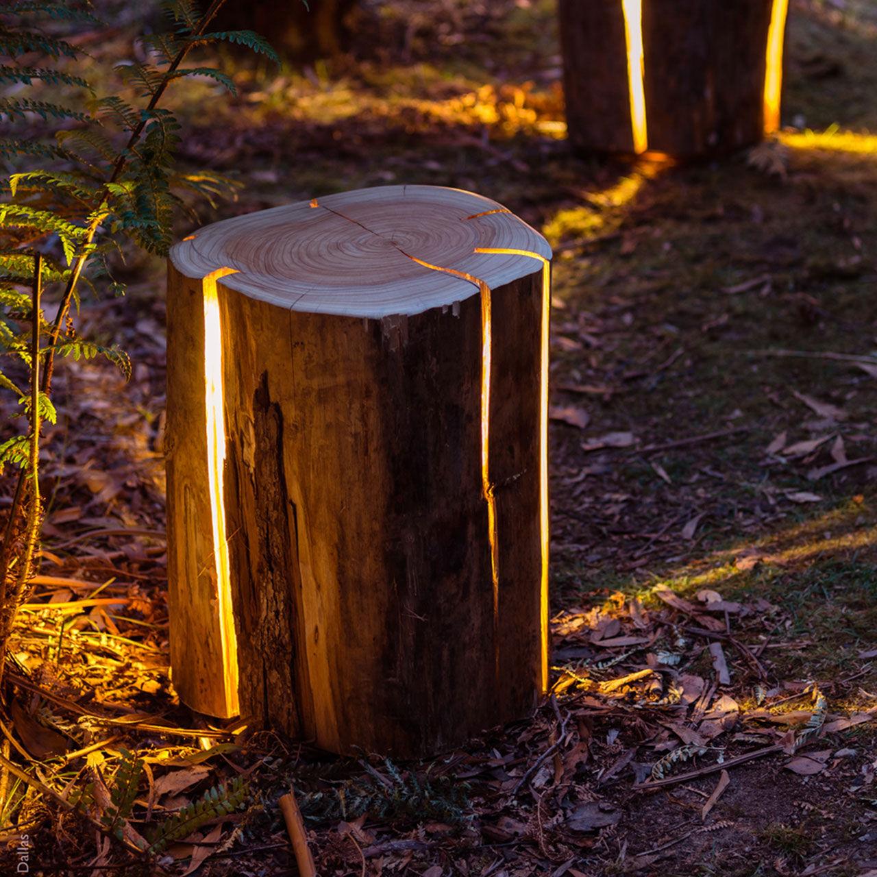 Strålande Stubbe som fungerar som lampa, bord och sittplats. Välj själv hur KM-33