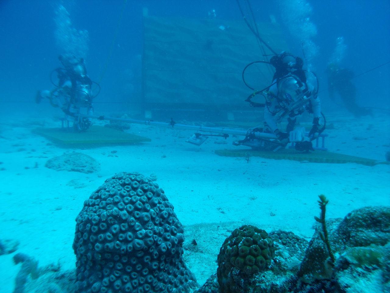 NASA tränar på rymdpromenader under vatten