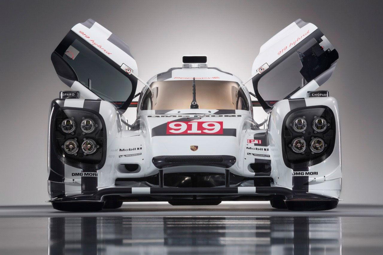 Modellen av Porsche 919 såldes för 100 000 dollar
