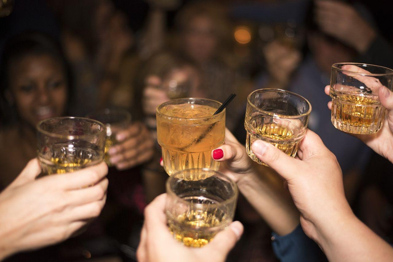 Alkoholkonsumtionen minskar bland unga