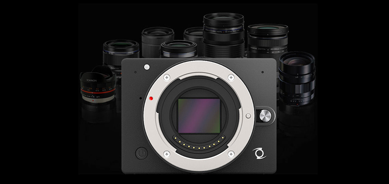 Z visar upp 4/3-kameran E1
