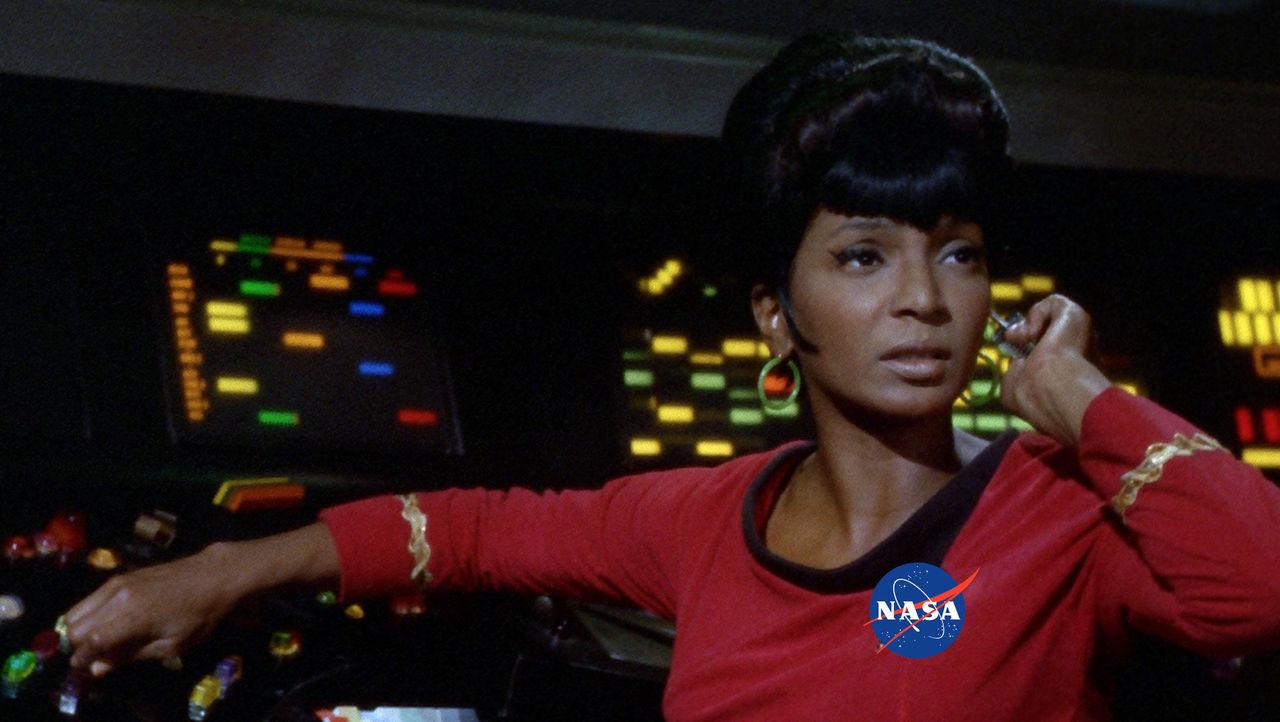 Lt. Uhura utför uppdrag med NASA