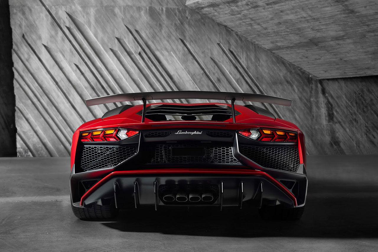 Lamborghini Aventador SV Roadster visas den 14 augusti