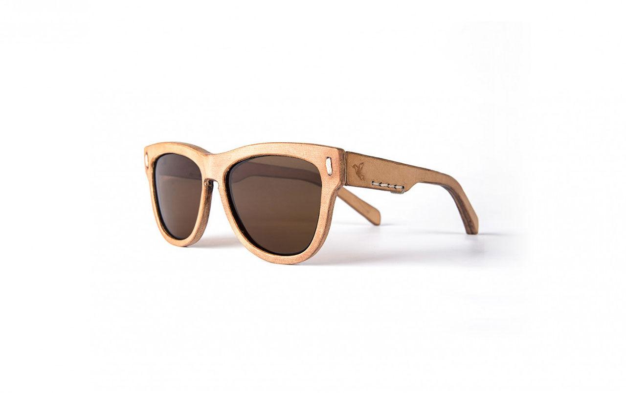 Solglasögon helt i läder