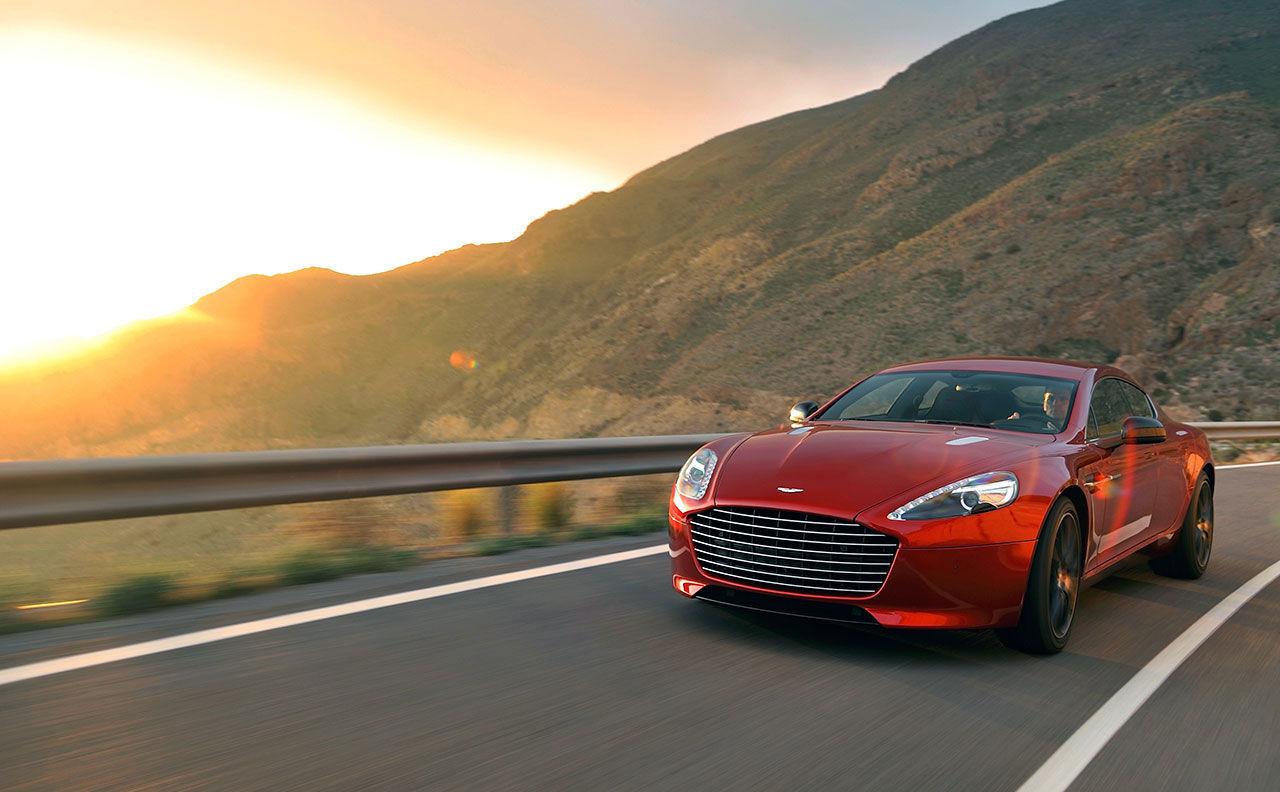 Eldriven version av Aston Martin Rapide på gång