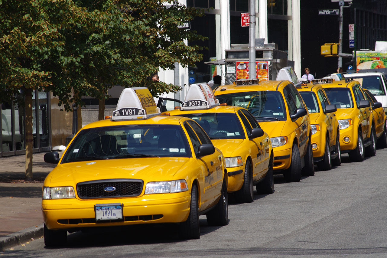 Bo i en taxi i New York
