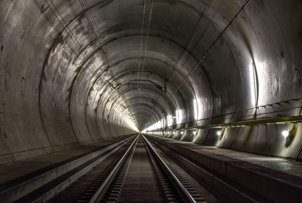 Världens längsta tunnel snart färdigbyggd