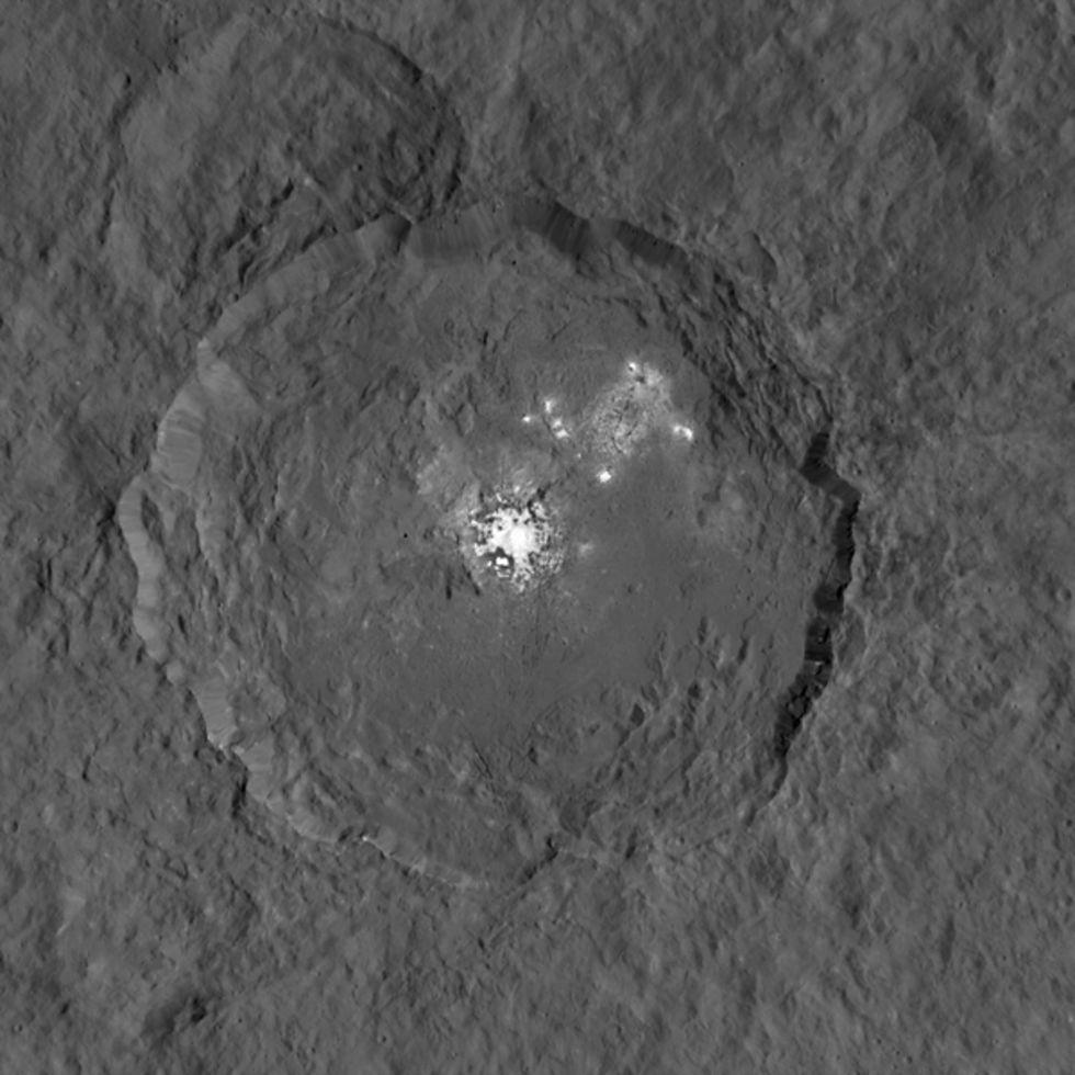 En närmare titt på Ceres vita fläckar