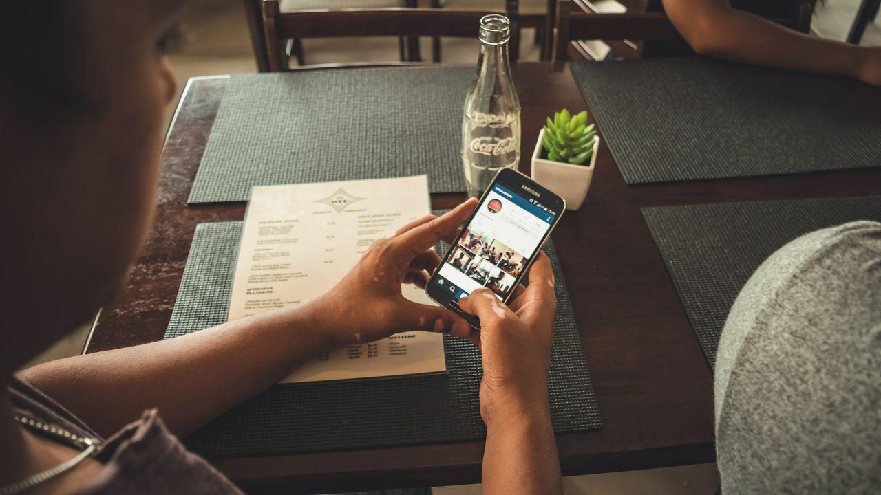 70 procent av svenskarna använder Facebook