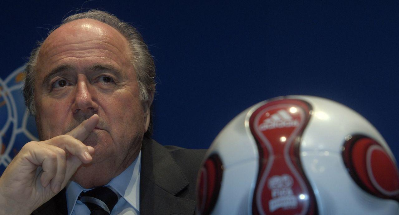 FIFA stänger av Blatter