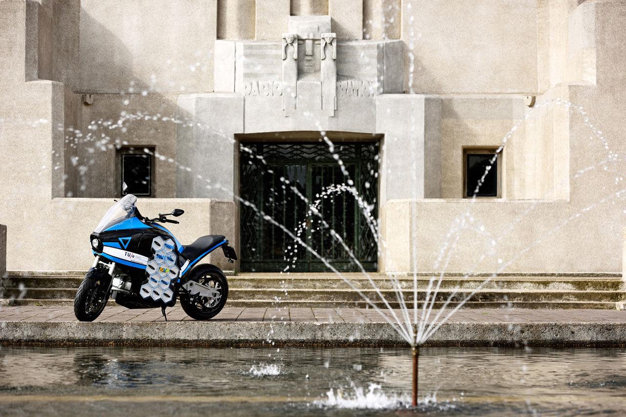 En eldriven motorcykel med bra räckvidd