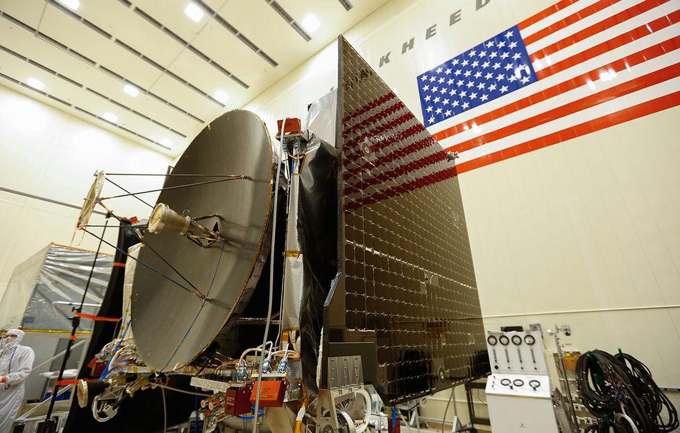 Rymdfarkosten OSIRIS-REx färdigbyggd