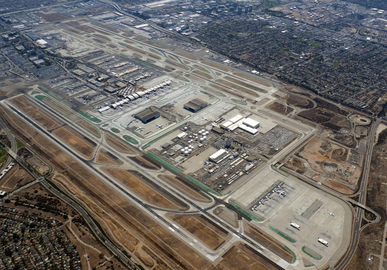 LAX öppnar terminal enbart för kändisar