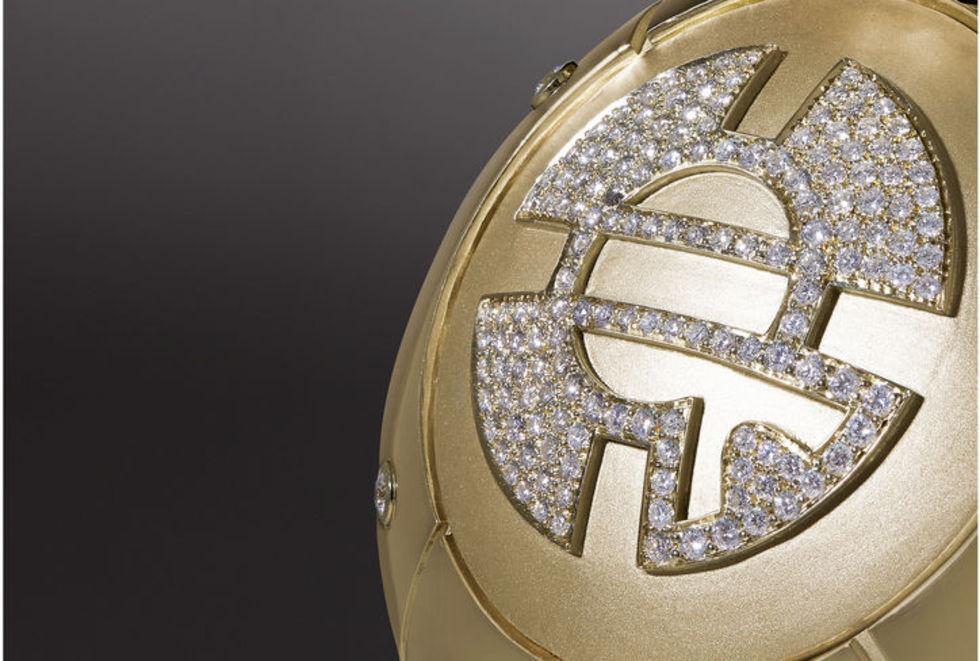 En BB-8-robot i guld och diamanter