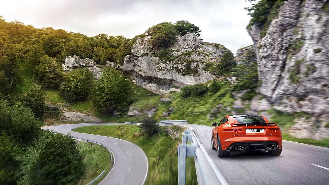 Jaguar släpper lös F-Type SVR