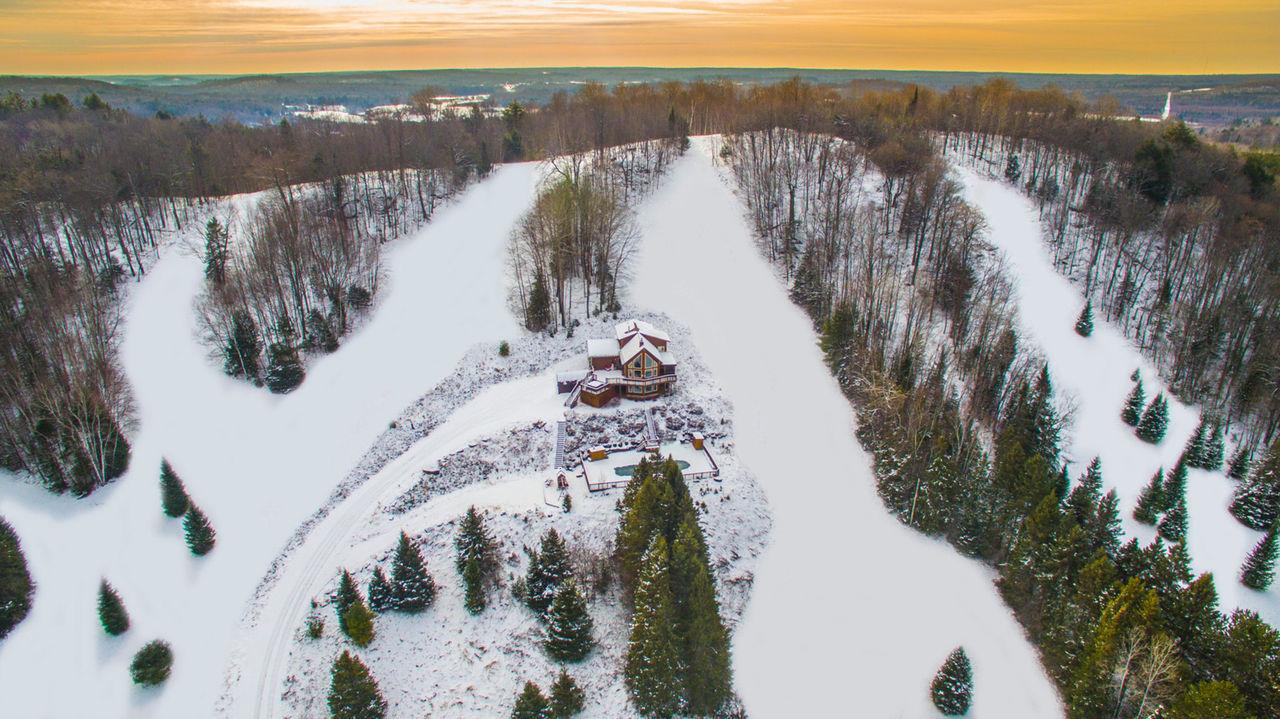 Köp ett hus - privat skidanläggning ingår