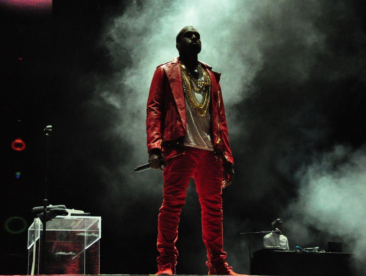 Kanye West påkommen med att pirata mjukvara