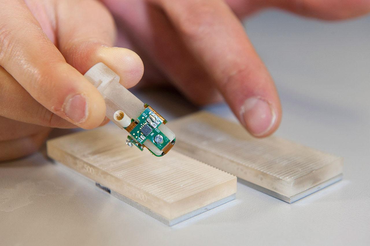 Amputerad kan känna saker med bioniskt finger