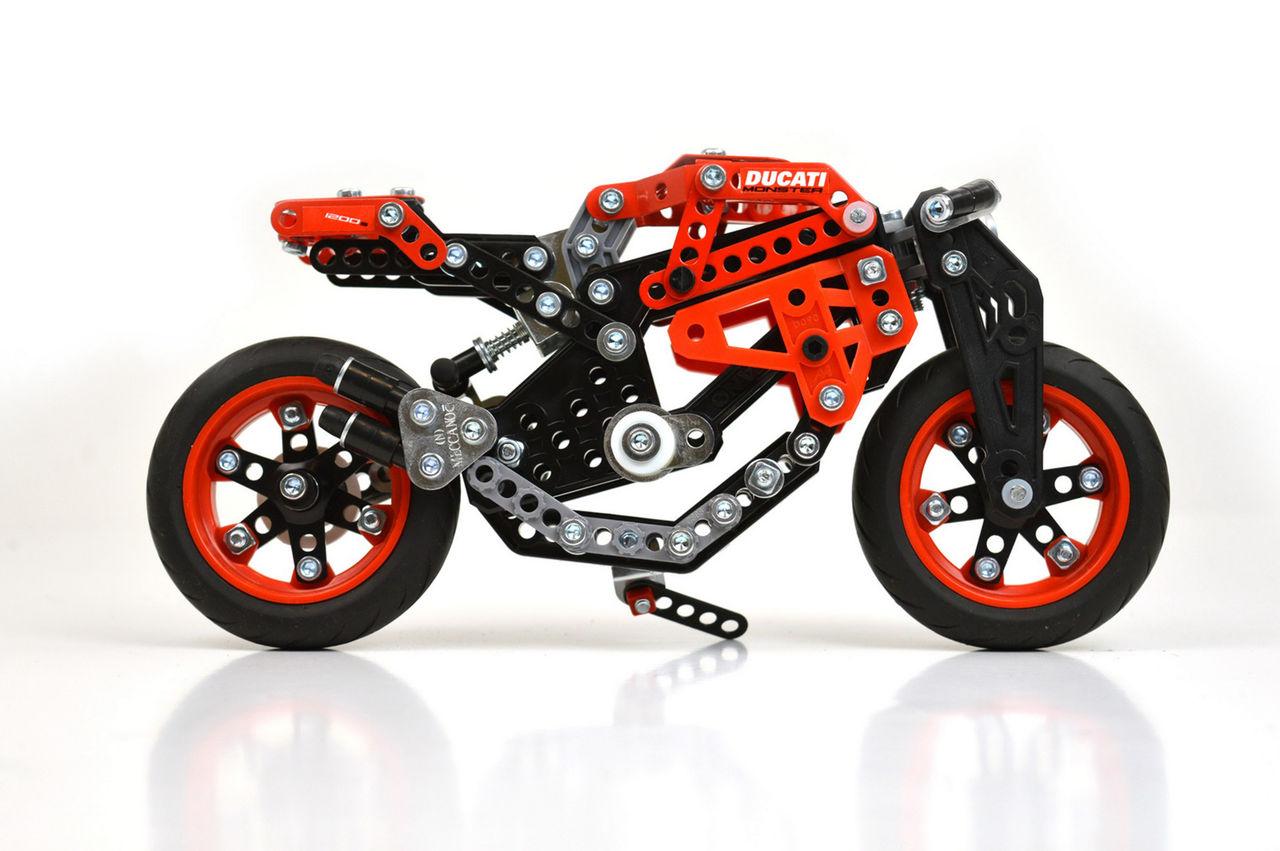 Ducati Monster 1200 S som byggsats
