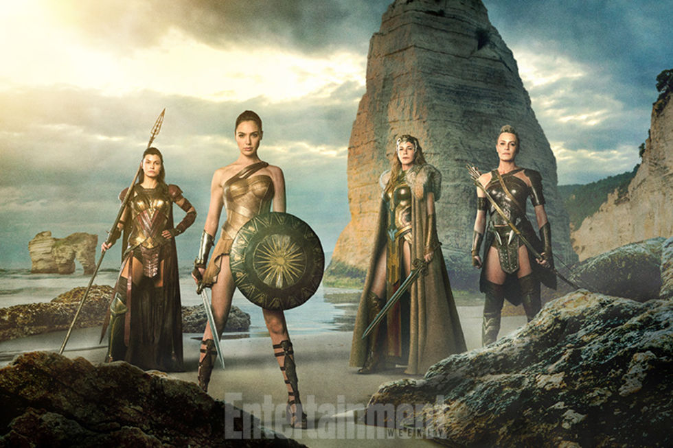En första titt på Amazonkrigarna i Wonder Woman