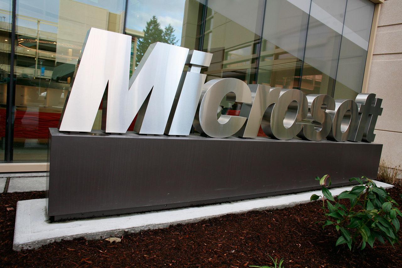 Även Microsoft ska ta fram en lite smartare virtuell assistent