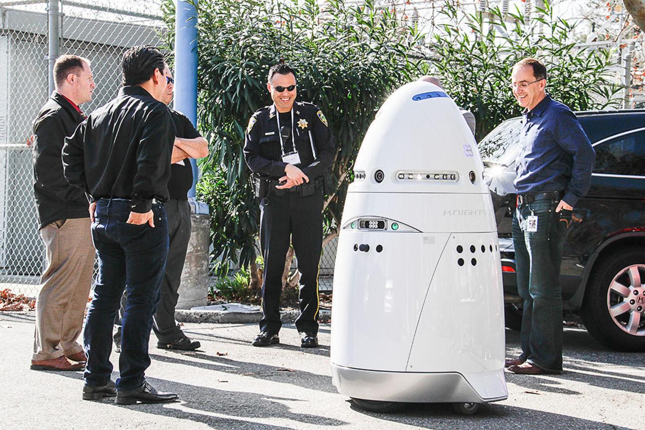 Nu har robotar börjat patrullera i amerikanska köpcentrum