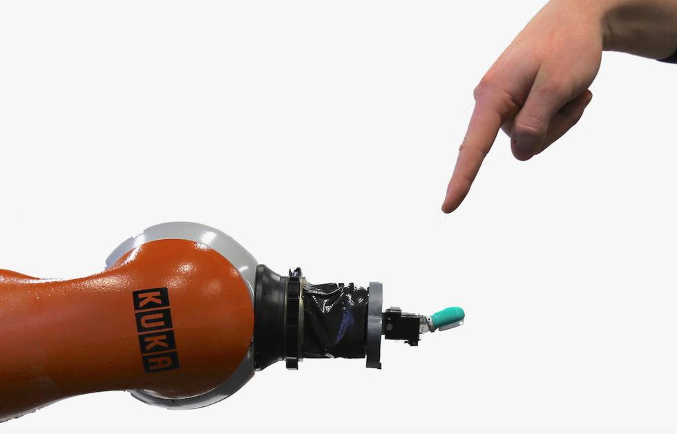 Forskare lär robotar känna smärta