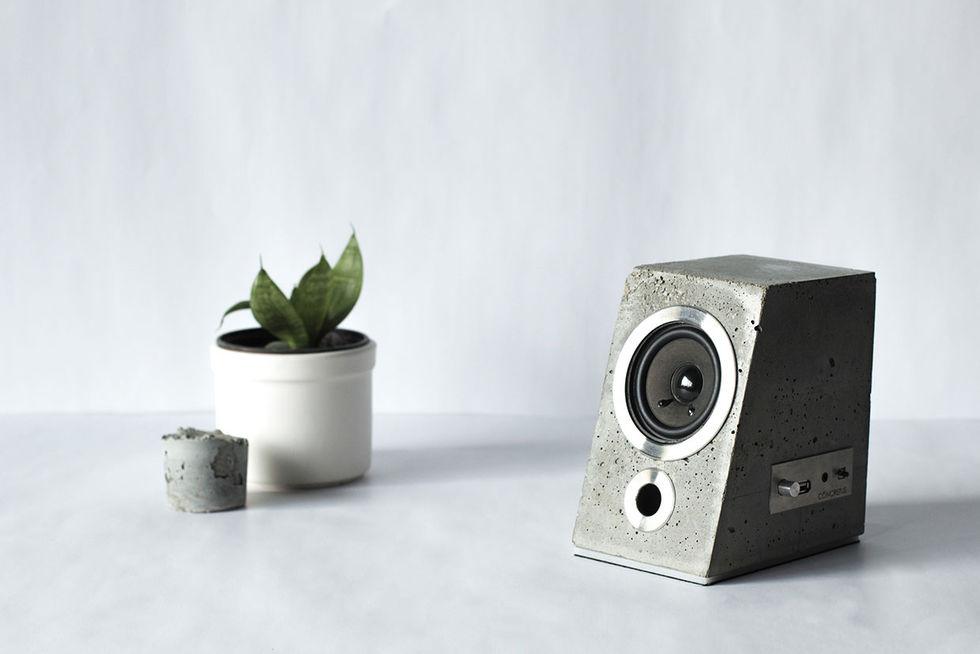 Snygga högtalare i betong. Hårt ljud   f25a5749bcaa2