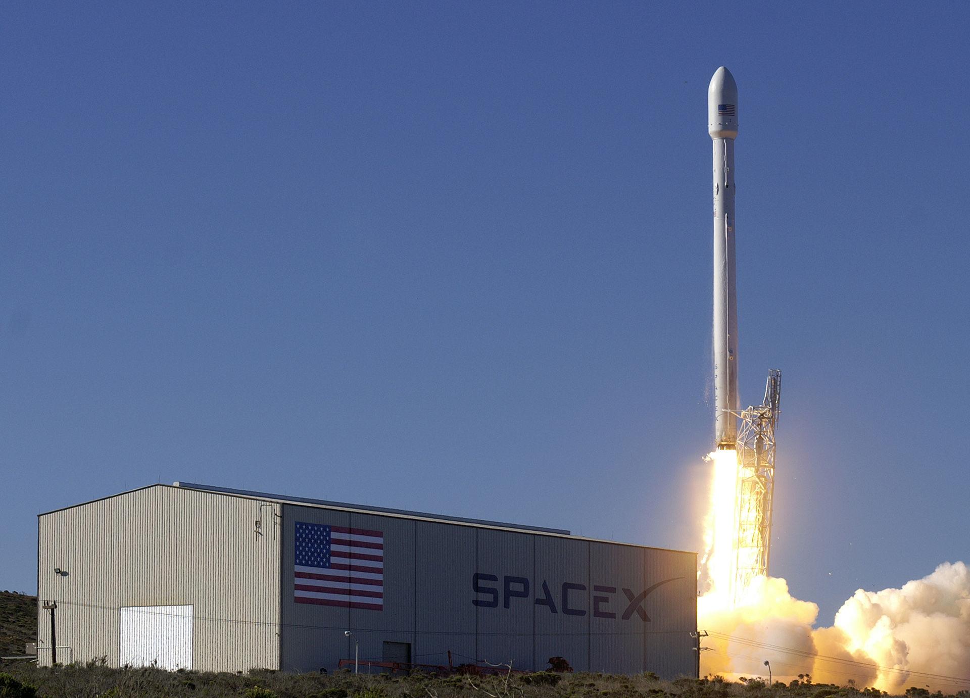 SpaceX siktar på att skjuta upp en begagnad raket i höst