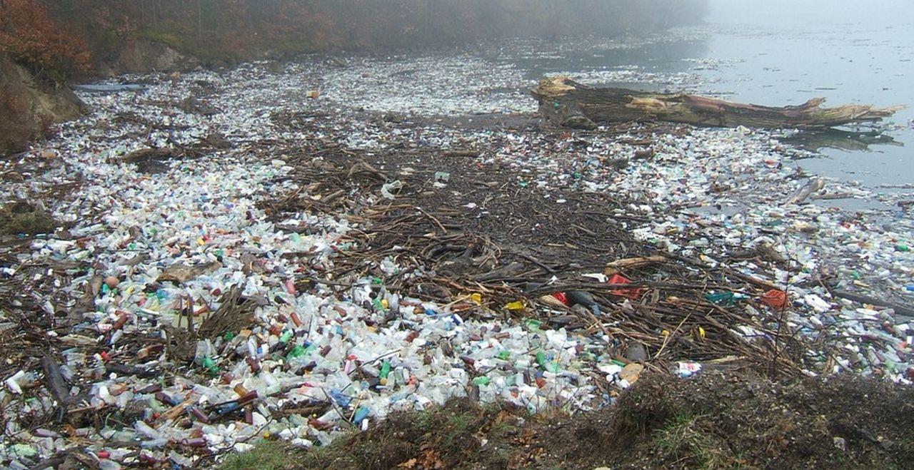Kinesiska forskare förvandlar plast till bränsle