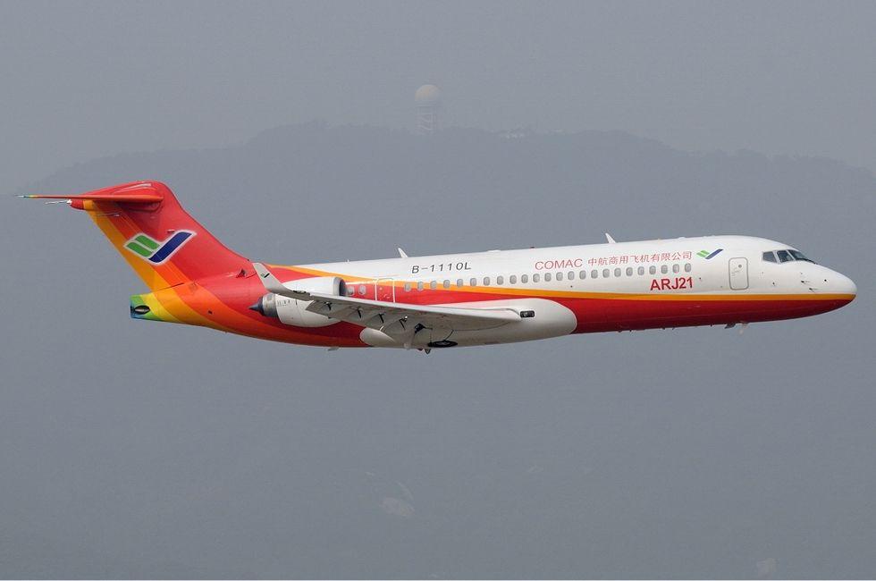 Kinas första passagerarjet har premiärflugit i kommersiell trafik