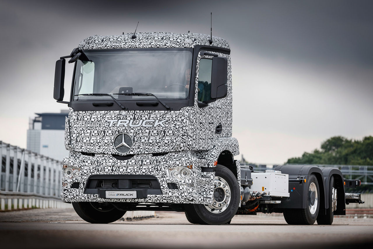 Mercedes visar eldriven lastbil