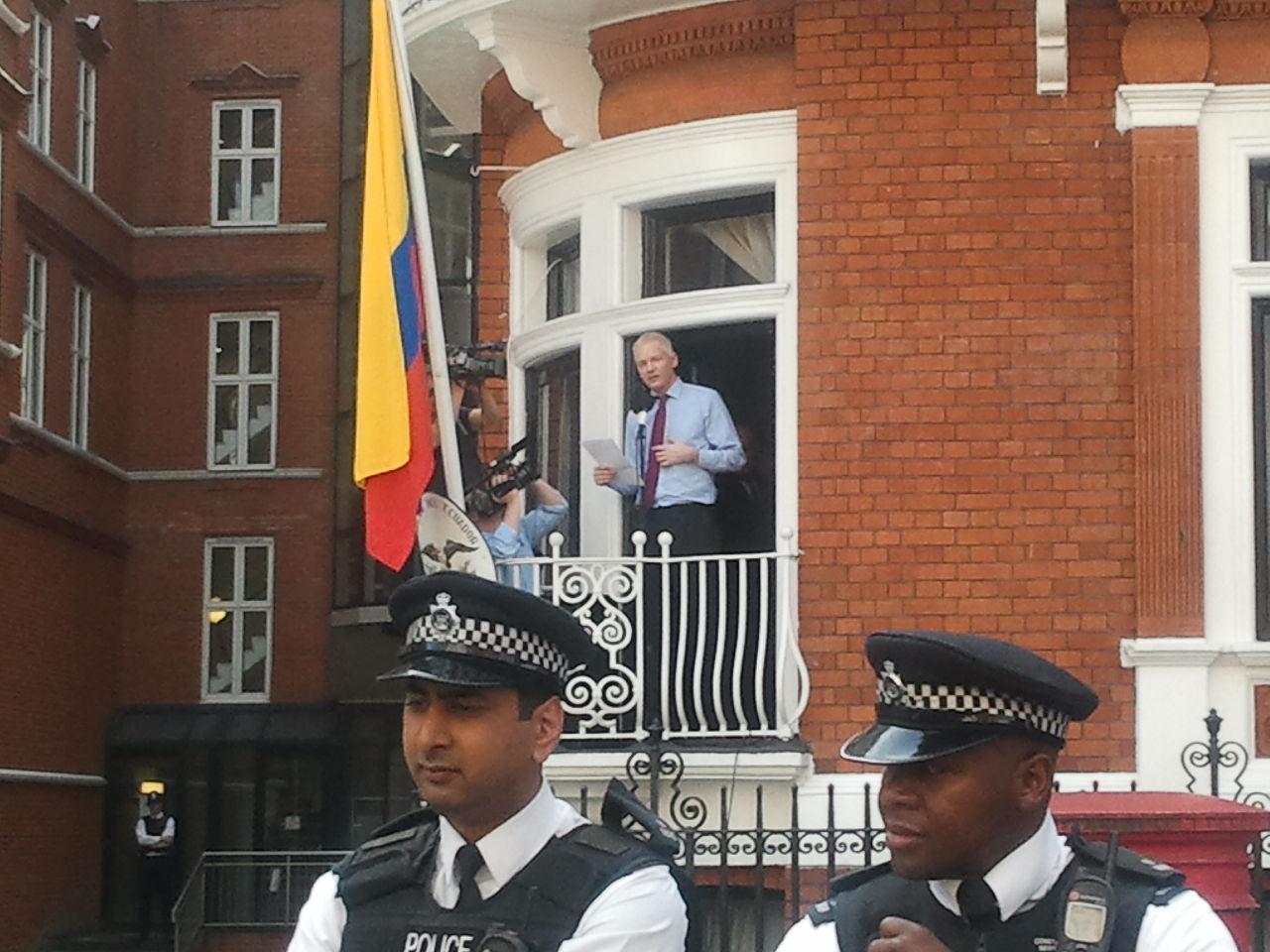 Assange kommer att förhöras i London