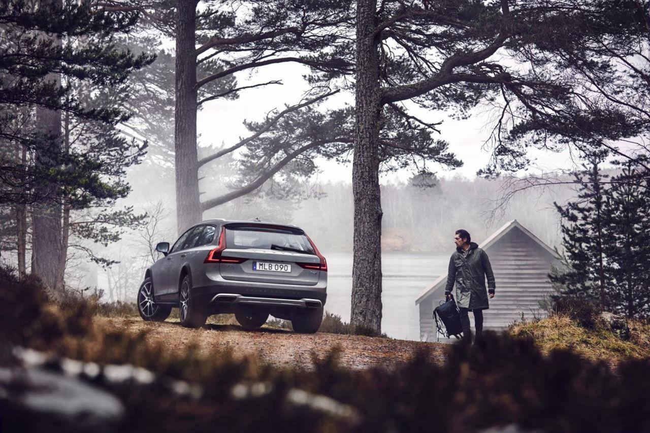 Volvo V90 Cross Country läcker ut
