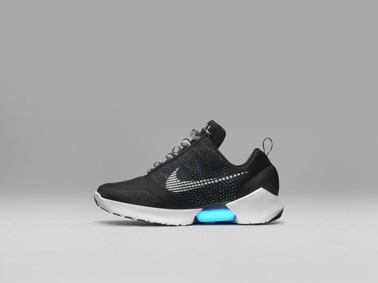 Nikes självsnörande skor snart i butik