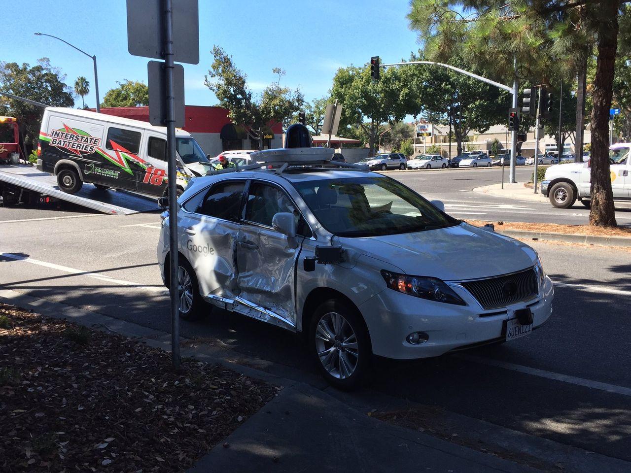Googles självkörande bil med i sin värsta olycka hittills