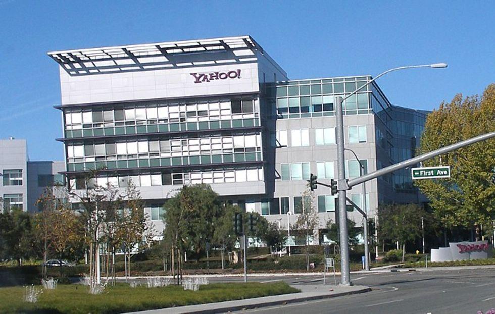 han vill bara att koppla upp Yahoo