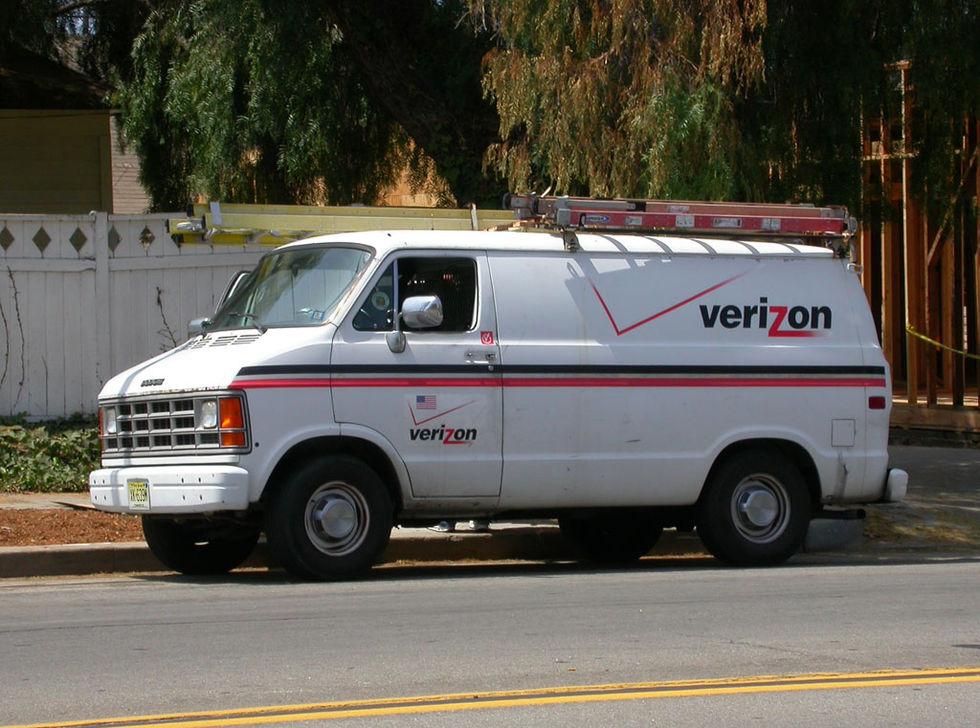 Verizon vill ha en miljard dollar i rabatt på sitt köp av Yahoo