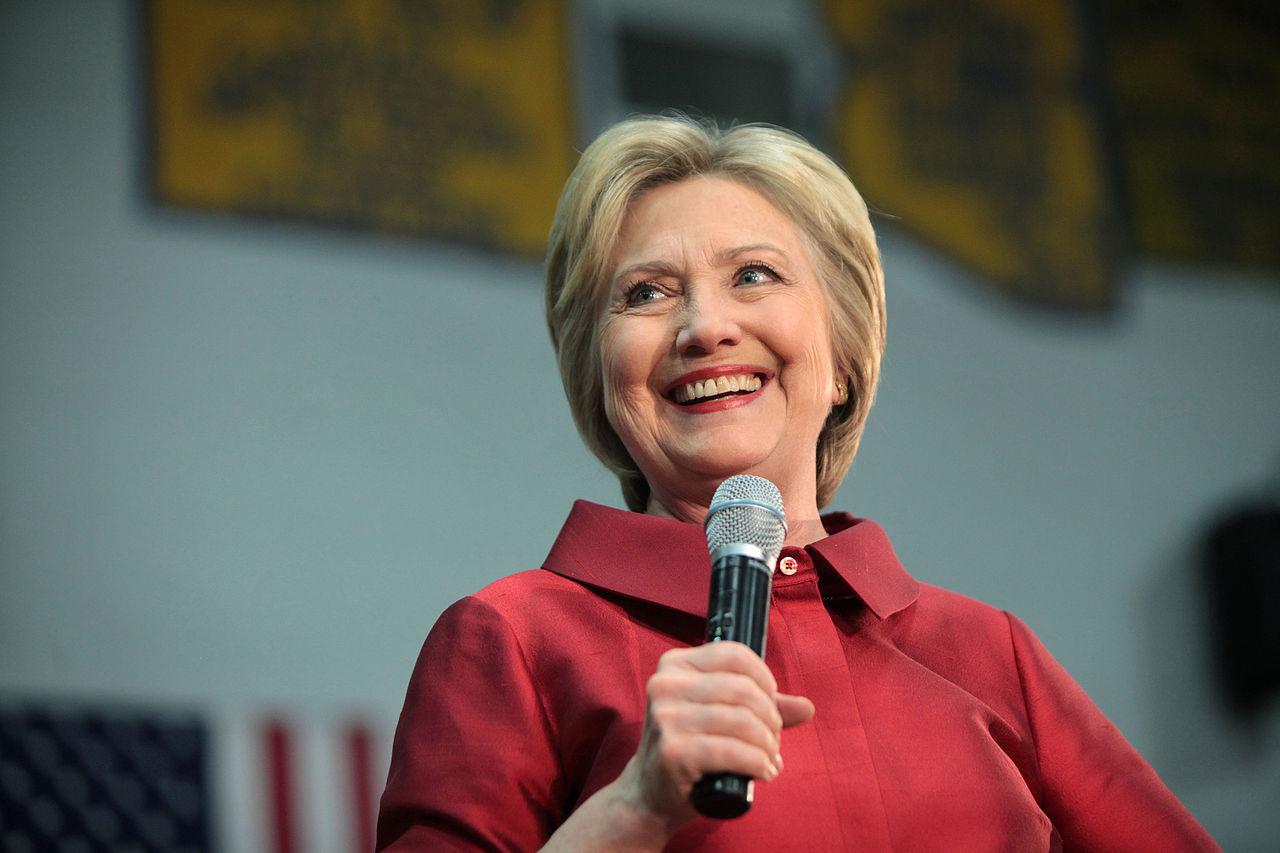 Clinton funderade på att ha Bill Gates eller Tim Cook som vicepresident-kandidat