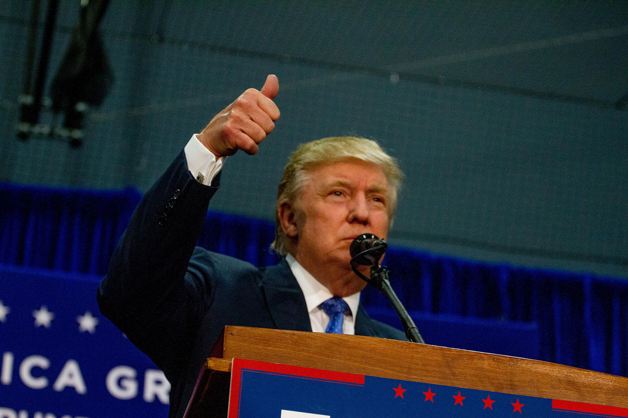 Trump hyllar Clintons