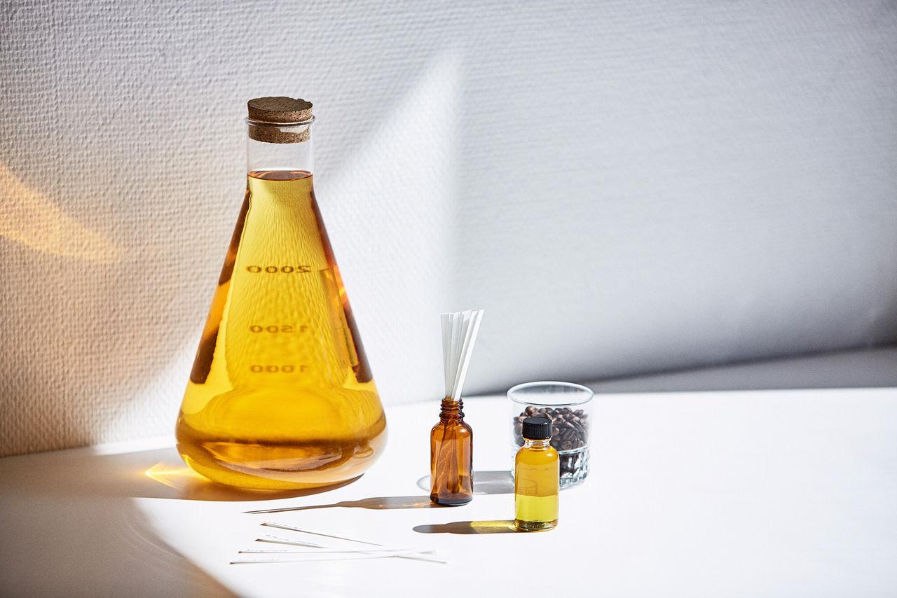 Artisten Lorentz släpper parfym