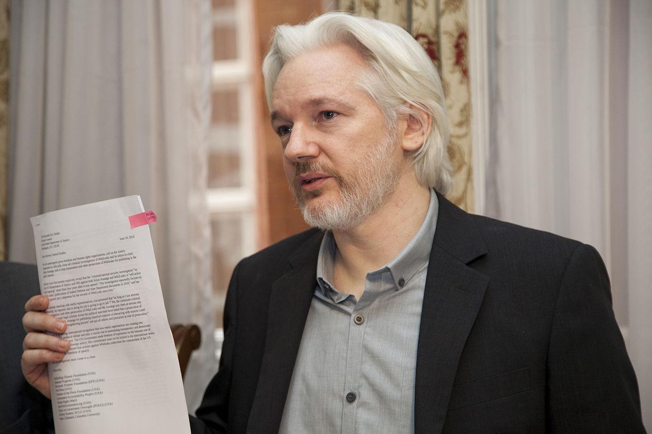 Julian Assange förhörs av svensk åklagare 14 november