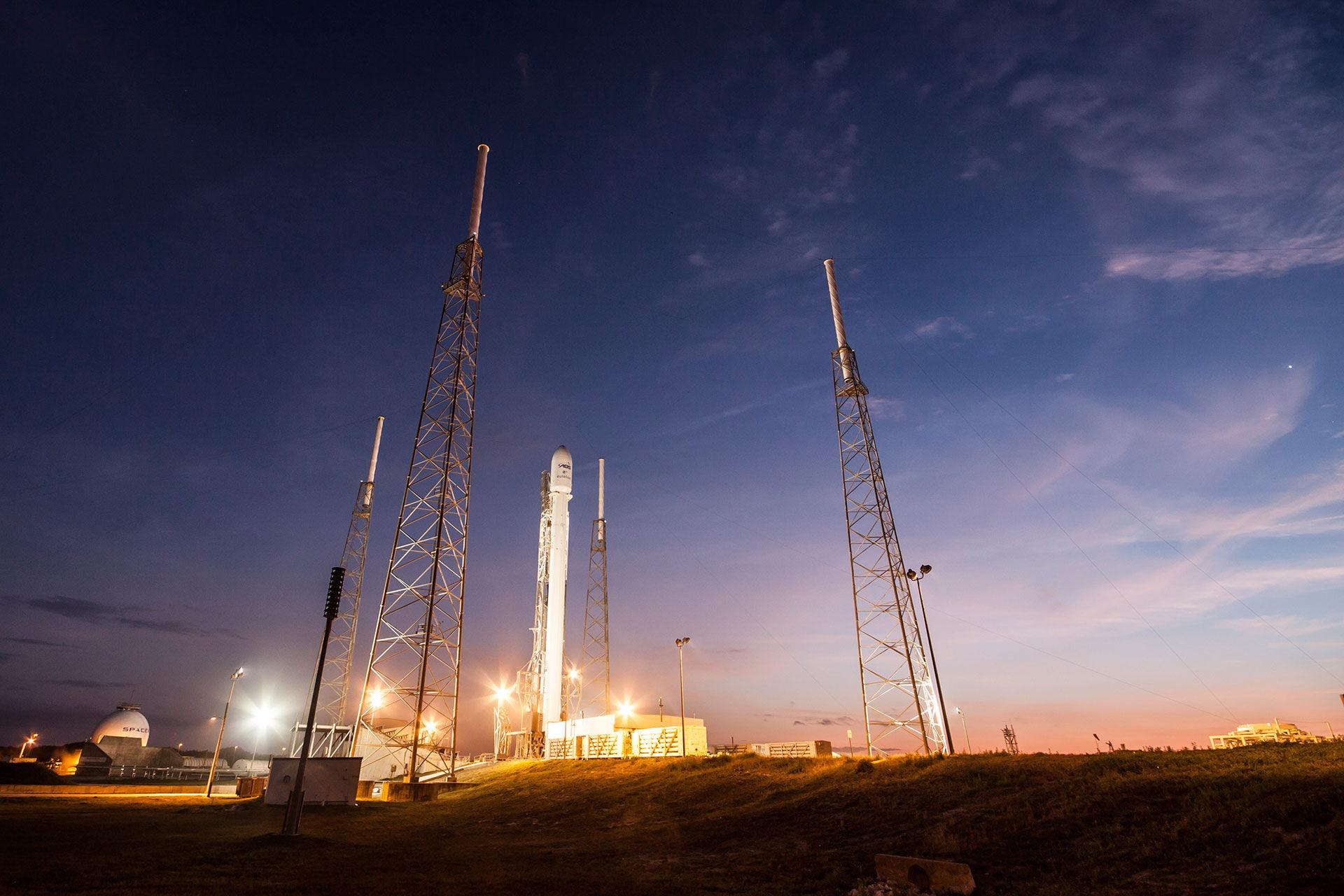 SpaceX ska bygga internet i rymden
