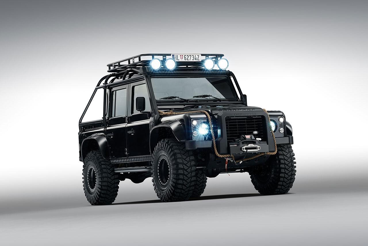 Harry Metcalfe visar upp sin Land Rover Defender SVX